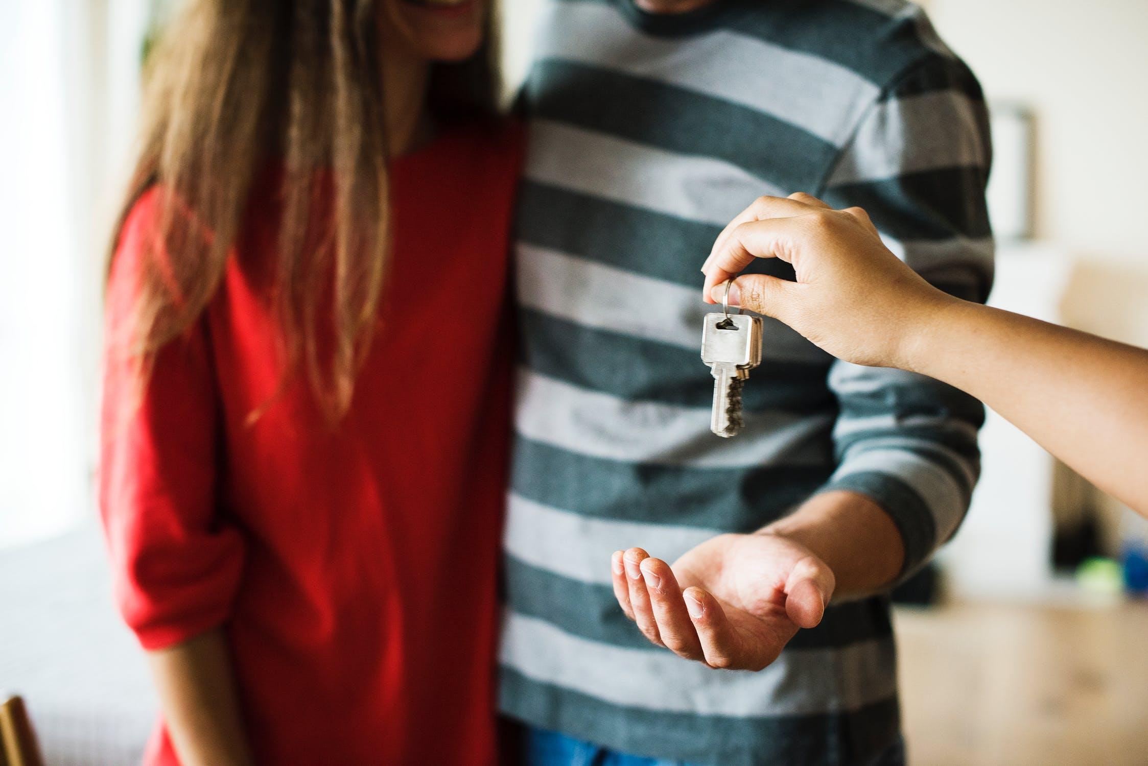 Как гарантированно получить кредит под залог имущества без справок в БрокерБанк